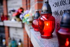burning stearinljus kyrkogård Fotografering för Bildbyråer