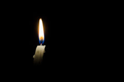 Burning vitt stearinljus Royaltyfria Foton