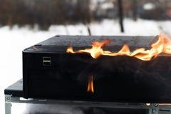 Burninging Computerkasten Stockbild