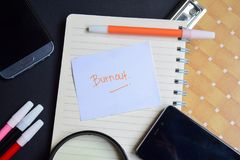 Burnout słowo pisać na papierze Burnout tekst na workbook, Czarny tła pojęcie obrazy royalty free