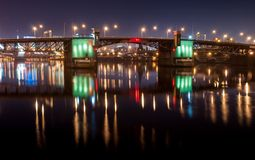 Burnside桥梁在晚上 免版税库存图片