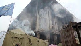 Burnt budynek związek zawodowy w Kijów, Ukraina zbiory wideo
