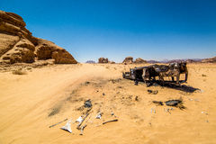 Burnt car in the middle of the desert Royalty Free Stock Photography