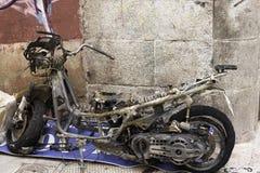 Burnt motocykl w ulicie Zdjęcia Stock