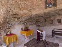 Burqin, PALESTINA - 11 de julio de 2015: Un fragmento del interior de una iglesia cristiana muy vieja en fotos de archivo
