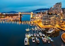 Burrard-Straßen-Brücke in im Stadtzentrum gelegenem Vancouver Lizenzfreie Stockfotografie
