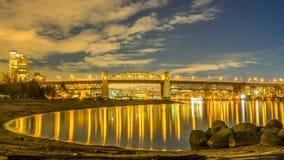 Burrardbrug bij de winternacht Royalty-vrije Stock Afbeeldingen