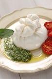 Burrata, свежий итальянский сыр Стоковые Фото
