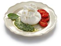Burrata, свежий итальянский сыр Стоковая Фотография RF