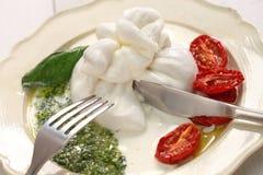 Burrata, свежий итальянский сыр Стоковая Фотография