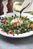 Burrata et salade d'arugula photos stock