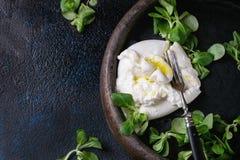 Burrata italiano do queijo foto de stock royalty free