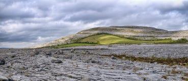 Burren是石灰岩地区常见的地形风景区域 免版税库存照片