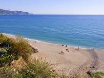 从clifftop的海滩在Nerja西班牙 免版税图库摄影