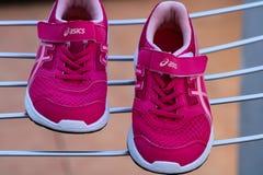 Burriana, Espanha 03/02/19: Sapatilhas cor-de-rosa Asics foto de stock