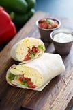 Burrito do café da manhã do vegetariano com ovos fotografia de stock