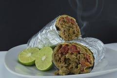 Burrito e limone avvolti messicano fotografia stock libera da diritti