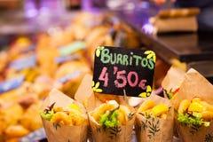Burrito kram w indoors targowym. Obraz Royalty Free
