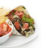 Burrito med nötkött och grönsaker Royaltyfri Bild