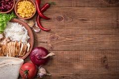 Burrito mexicano caseiro da galinha fotografia de stock royalty free