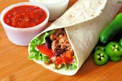 Burrito mit Salsa stockbilder