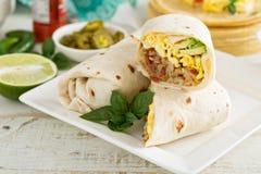 Burritos de petit déjeuner avec des oeufs et des pommes de terre Photographie stock libre de droits