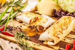 Burritos gefüllt mit Fleisch lizenzfreies stockfoto