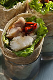 Burritos met rijst en kippenclose-up Stock Foto