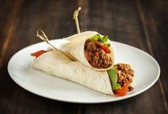 Burritos wypełniający z mięsem i warzywami Obraz Royalty Free