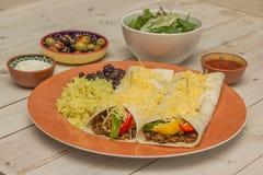 Burritos wypełniający z zmieloną wołowiną i pieprzami Zdjęcie Royalty Free