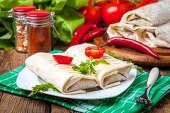 Burritos wypełniali z mięsem, fasolą i warzywami minced, Obraz Stock