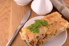 Burritosverpackungen mit Fleischbohnen und -gemüse Lizenzfreies Stockbild