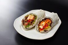 Burritosverpackungen mit Huhn Lizenzfreies Stockfoto