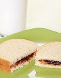 Burro di arachide e panino alla marmellata con latte Fotografia Stock Libera da Diritti