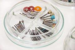 Burs dentaires de foret Équipement dentaire, exercices, abrasifs, bureau dentaire pour des canaux, bureau polonais, meules en ver photo libre de droits