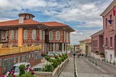 BURSA, DIE TÜRKEI - 24. APRIL 2015: Rathaus-Weinlesehaus auf Stadtplatz der alten Stadt Lizenzfreies Stockfoto