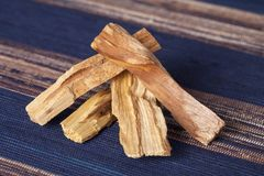 Bursera graveolens,已知用西班牙语作为帕洛桑托'圣洁木头' 免版税库存照片