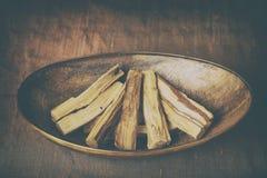 Bursera graveolens,已知用西班牙语作为帕洛桑托'圣洁木头' 免版税库存图片
