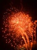 Burst rosso dei fuochi d'artificio con la traccia del fumo Fotografia Stock Libera da Diritti