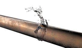 Bursted铜管子用泄漏的水 免版税库存照片