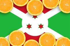 Burundi flagga i citrusfruktskivahorisontalram royaltyfri bild