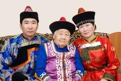 Buryat (蒙古语)祖母和她的孙 库存照片