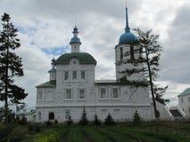 Buryatia kloster på kusten av Lake Baikal royaltyfri bild