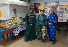 Buryats家庭在全国衣服的 免版税库存图片
