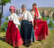 Buryats w obywatel sukni, etniczny wakacje miejscowy zaludnia Baikal obraz stock