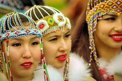 Buryats w obywatel sukni, etniczny wakacje miejscowy zaludnia Baikal obraz royalty free