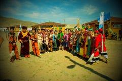 Buryats w obywatel sukni, etniczny wakacje miejscowy zaludnia Baikal zdjęcia stock