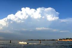 Burz chmur krosienko nad Wenecja, Włochy Zdjęcia Stock
