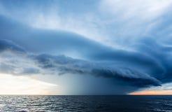Burz chmury na morzu Zdjęcie Royalty Free