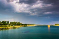 Burz chmury nad Druid jeziorem przy druida wzgórza parkiem w Baltimore, M obrazy royalty free